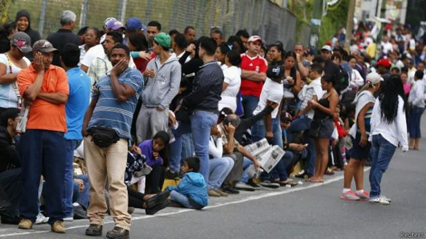 150110051807_sp_filas_venezuela_624x351_reuters